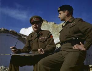 Lieutenant-général E.L.M. Burns avec Générall Harry Crerar