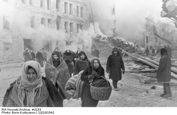citizens-of-leningrad-leaving-their-houses-destroyed-by-german-bombing-1942