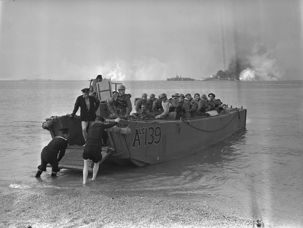 Final exercise prior to assault landing at Dieppe-4341223